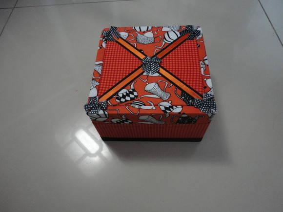 Caixa com patchwork embutido
