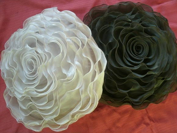 Almofada Rosa em organza e cetim