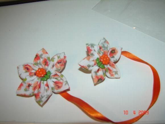 Marcador de p�ginas com flor de tecido l