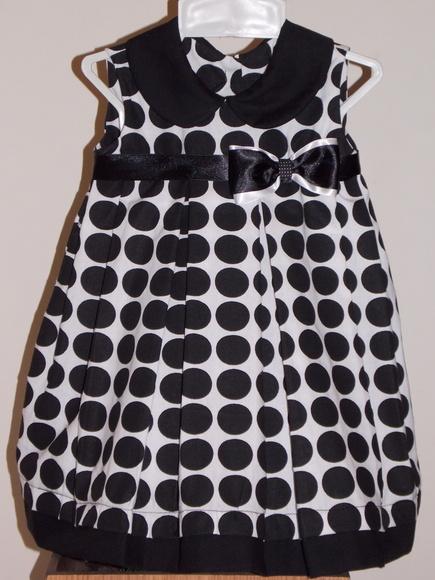 Vestido Duda-Flor branco de bolas pretas