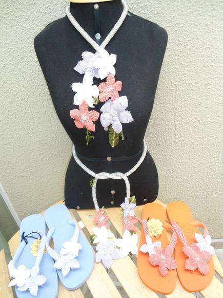 conjunto de colar cinto e havaiana