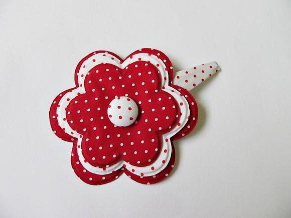 prendedor de cabelo forrado com flor