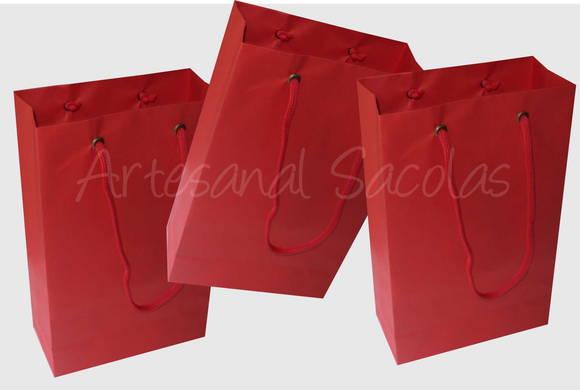 Sacola de papel vermelha 15x24x7 cm