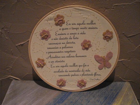 Quadrinho/Bastidor Borboleta e flores