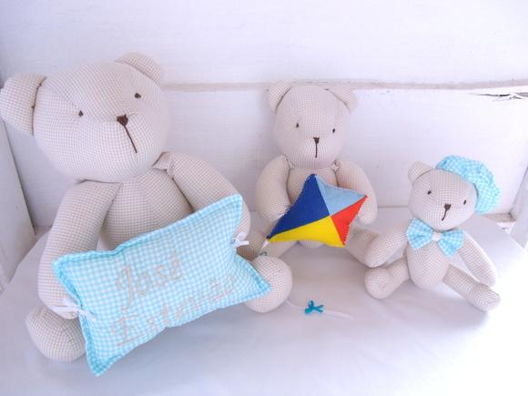 3 Ursos Bege + Pipa + Almofada  Artes Déda e Lú  Elo7
