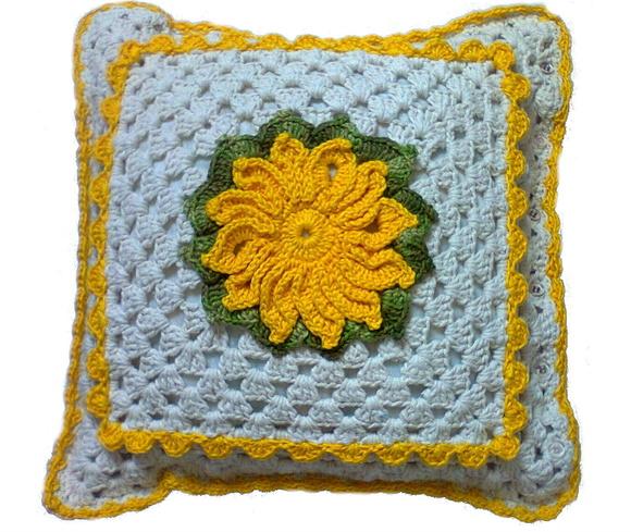 Capa para almofada de crochê flor