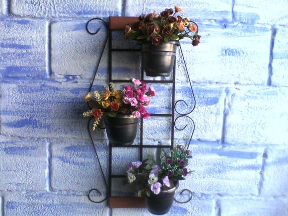 Trelica-para-jardim-vertical-com-vasos-metal~ Trelica De Madeira Jardim Vertical