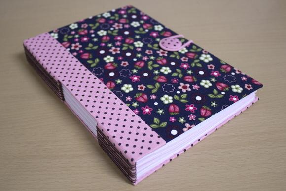 Caderno Po� com Morangos e Flores