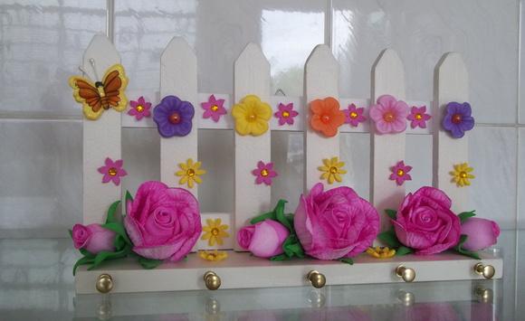 > Decoração > Outros > PortaChaves Cerca de Madeira com Flores