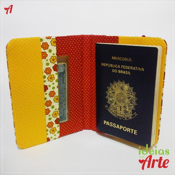 Porta passaporte com flores e poás