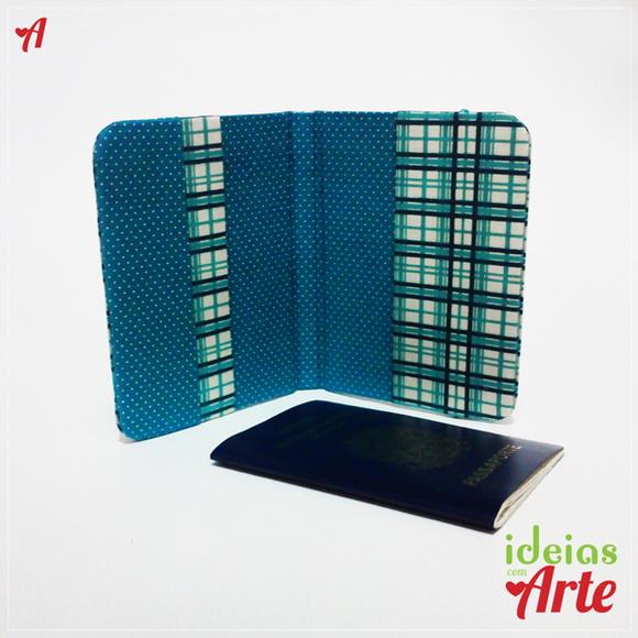 Porta passaporte com xadrez azul