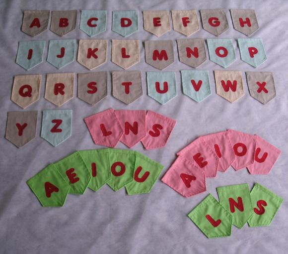 KIT Bandeirinhas de tecido com letra