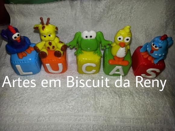 Cubos decorados da Galinha Pintadinha