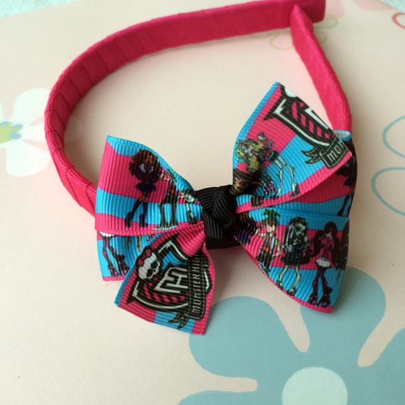 Tiara Pink La�o Monster High