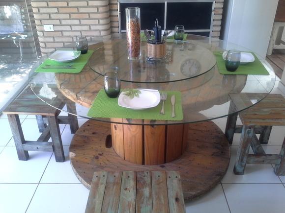 Mesa Bobina + 4 banquetas + vidro