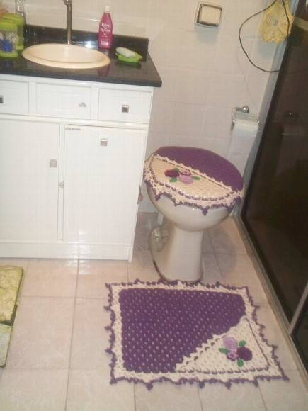 jogo de banheiro com flores bordadas