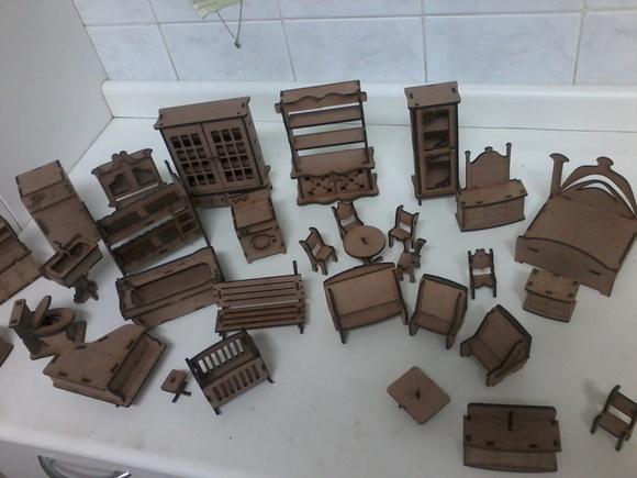 kit-moveis-casinha-de-boneca-polly-34-pc-casa-de-madeira