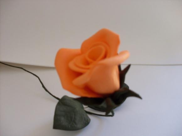> Decoração > Flores em EVA > Flores em Eva - Botão M - Laranja