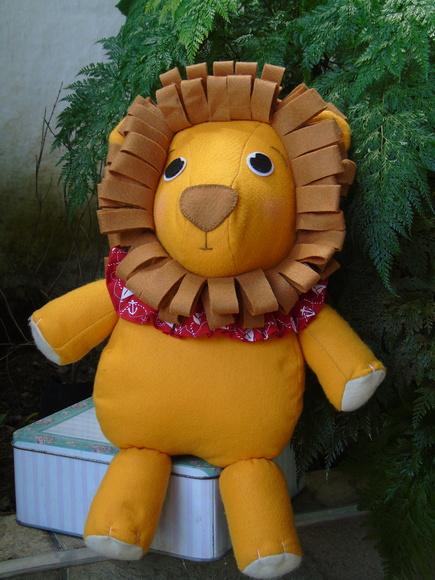 Leão em feltro Decoração