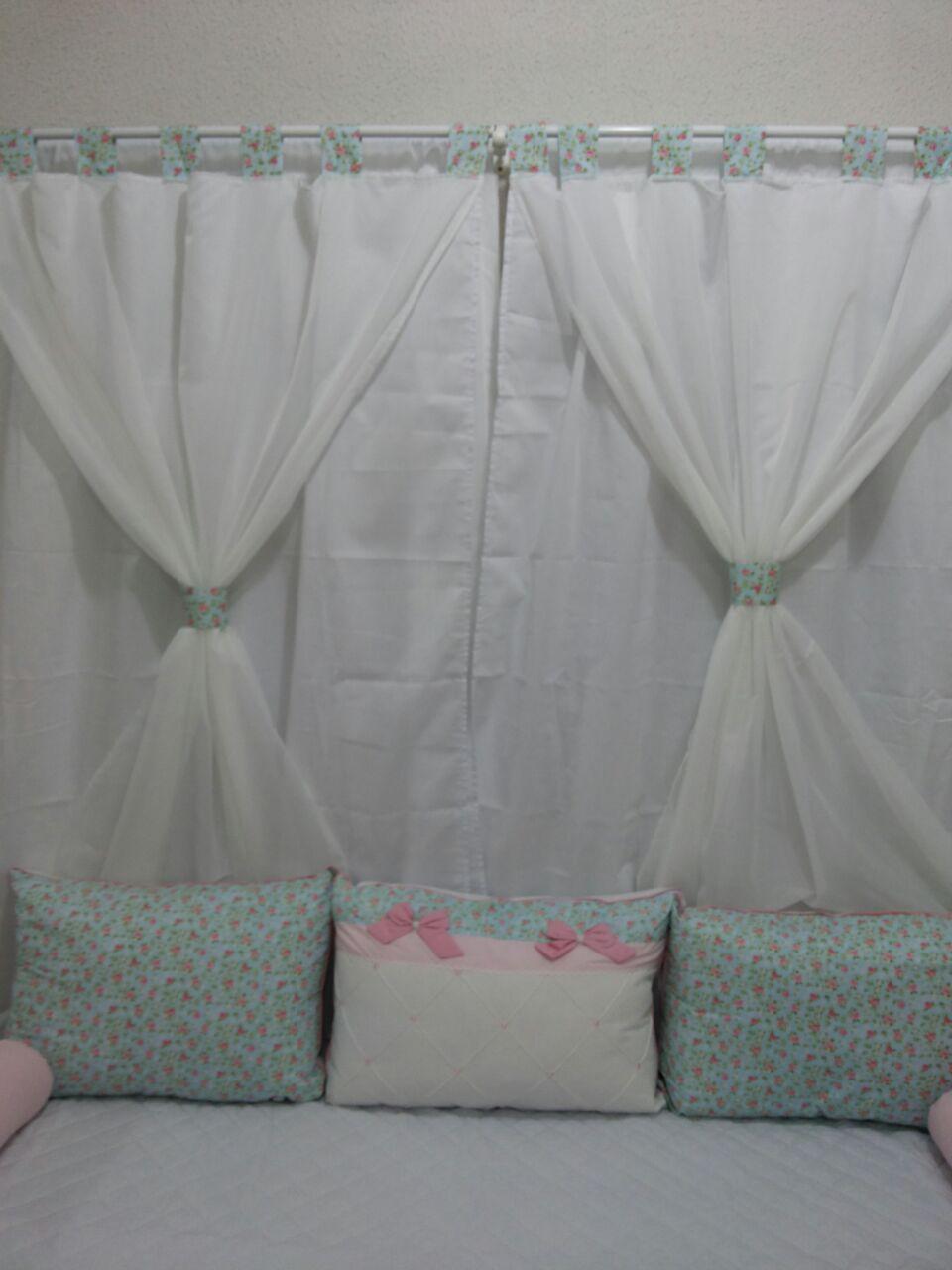 cortina Branca e floral azul de voal  ateliê do bebê ibitinga  Elo7