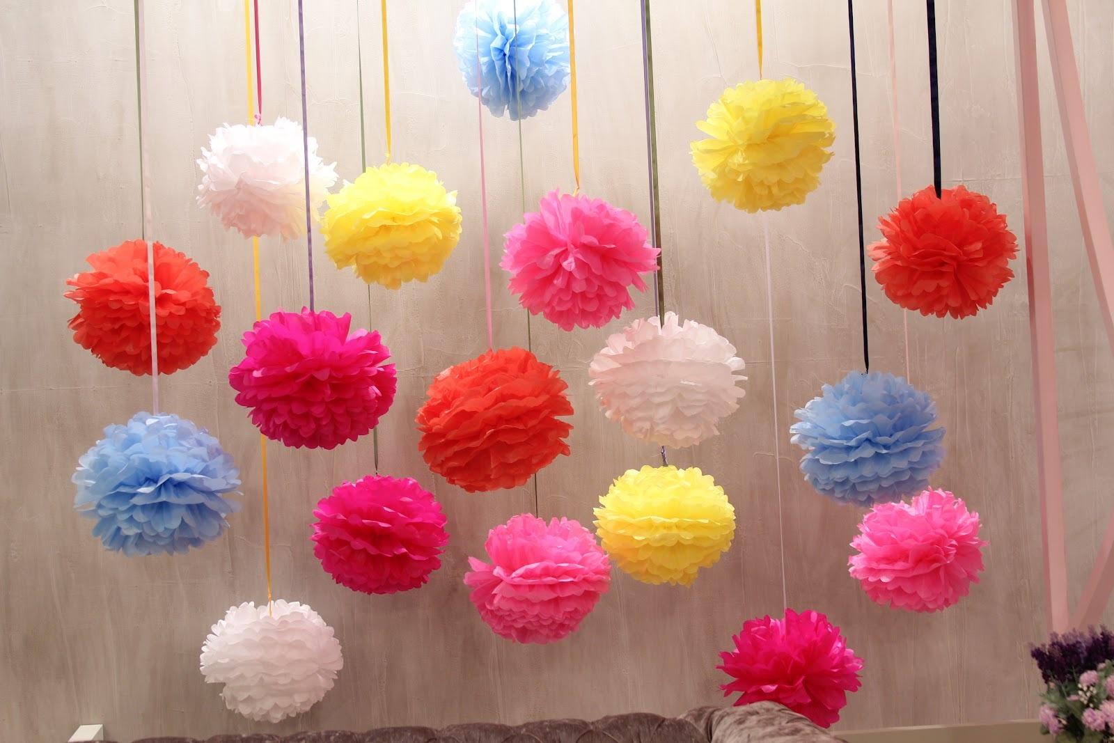 ... fazer os pompons de seda (Aqueles usados para a decoração). Super  baratinho a8e6c88b8fa