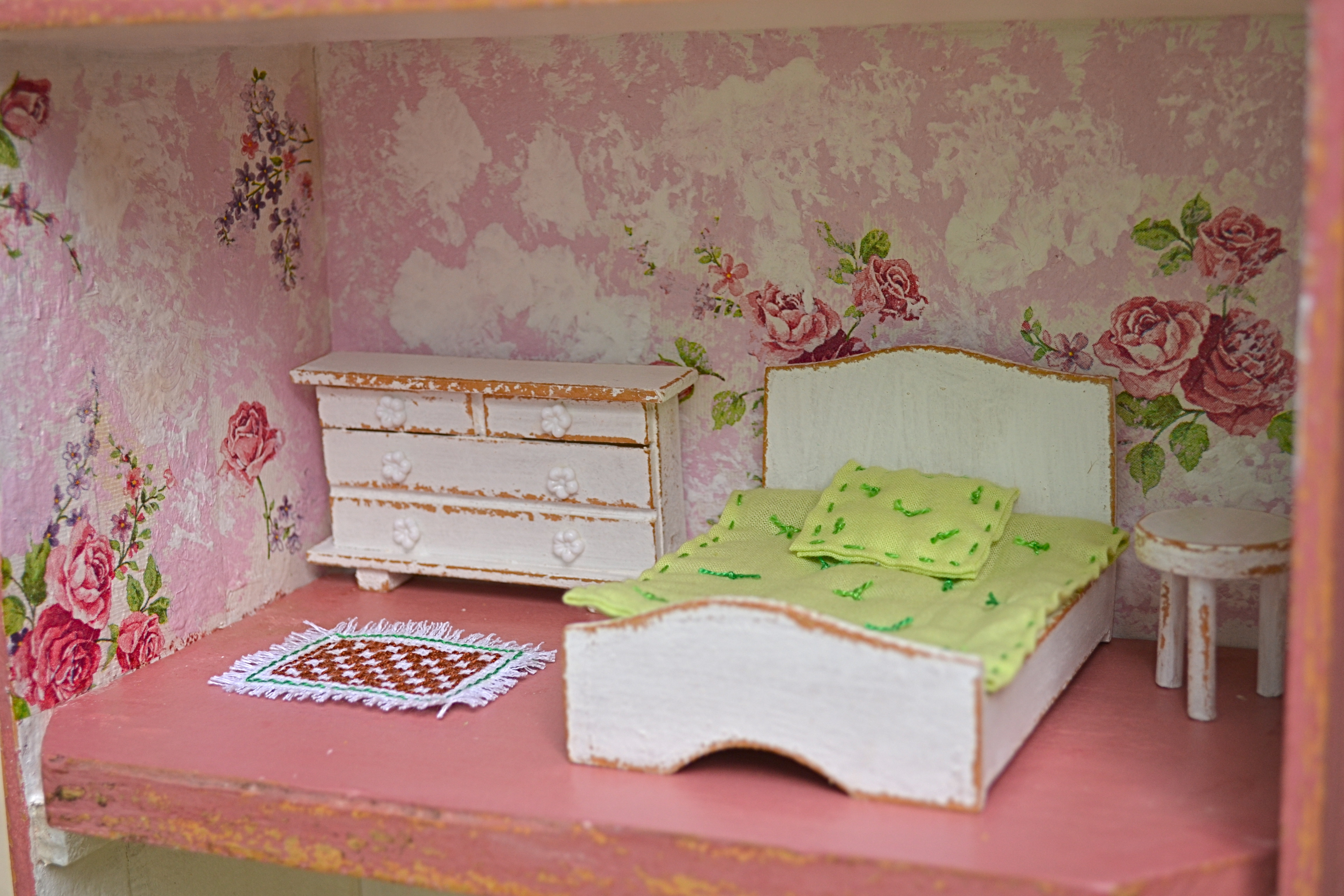 Casa de bonecas no caixote de uvas Lia Faccio Artesanato Elo7 #915B3A 4608x3072