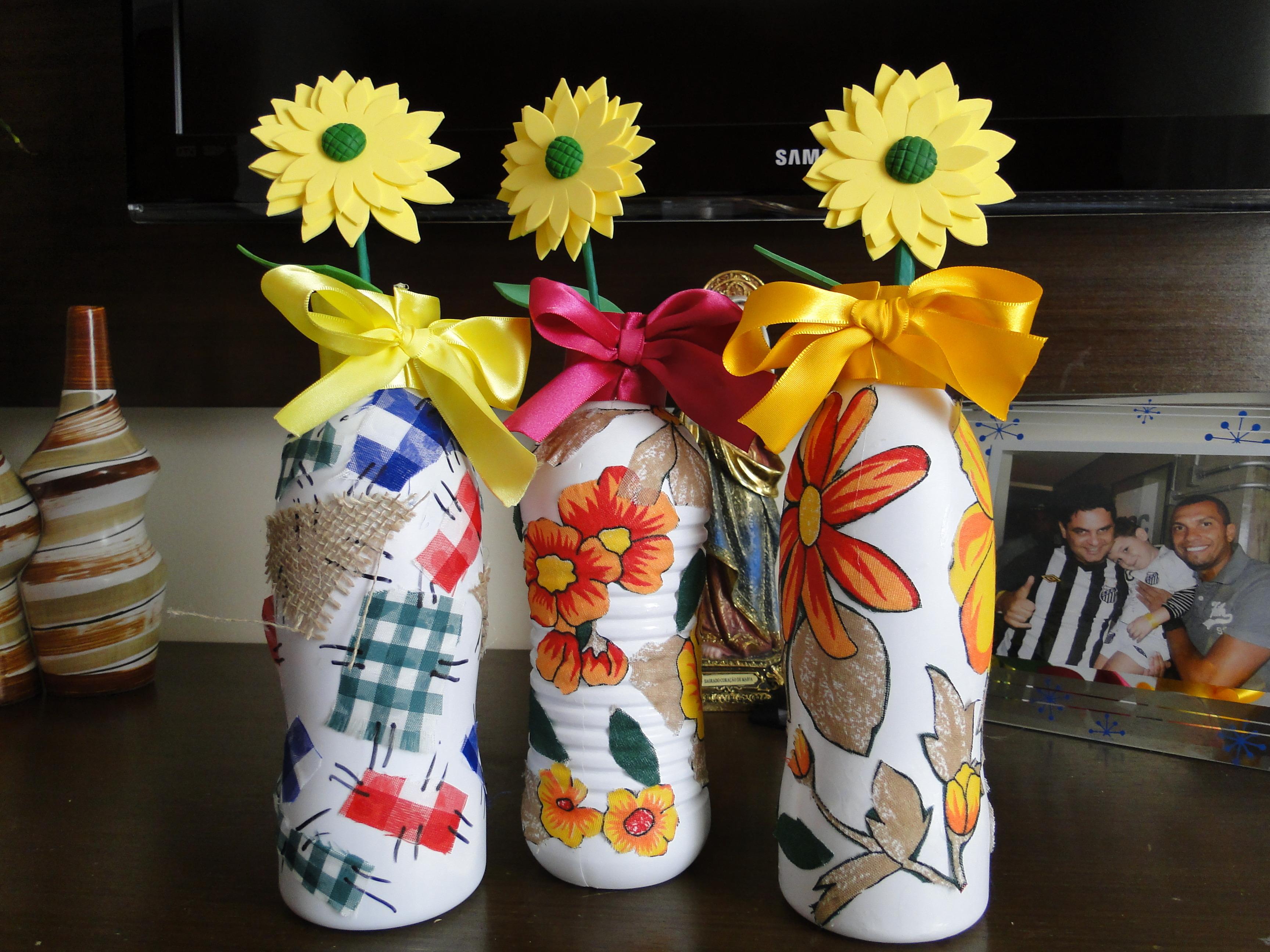 Garrafas decoradas enfeite mesa Doce de Biscuit Elo7 # Enfeite De Mesa Festa Junina Com Garrafa Pet