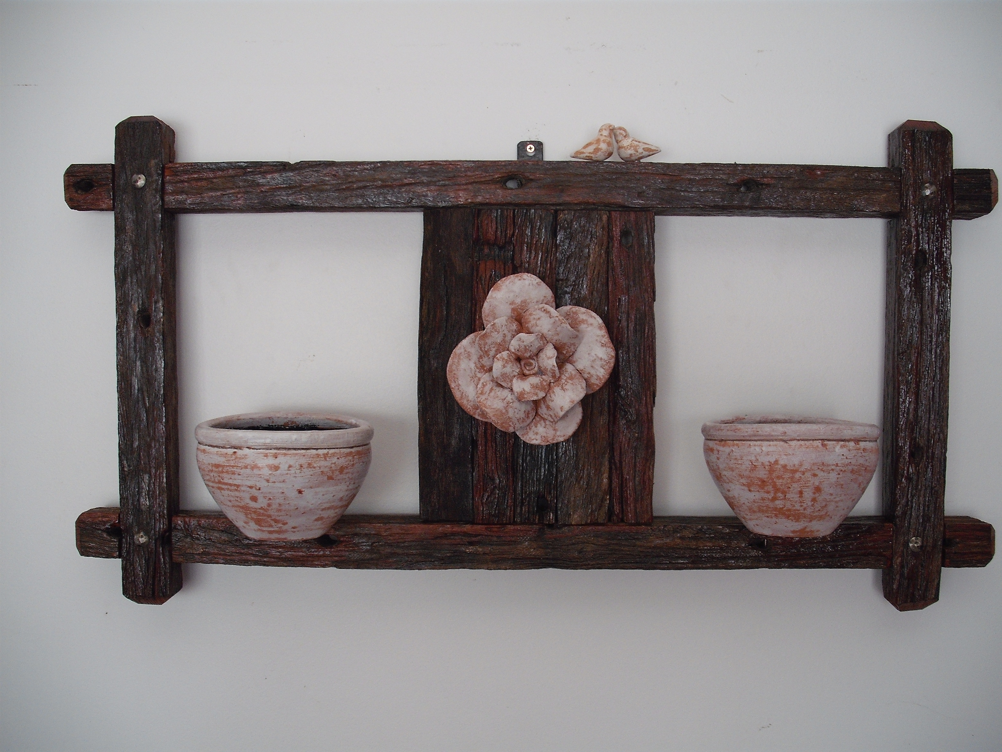 #7A5851 Janela em pique com 2 vasos e flor AVELHAMADEIRA Elo7 3294 Janelas De Madeira Usadas Em Porto Alegre