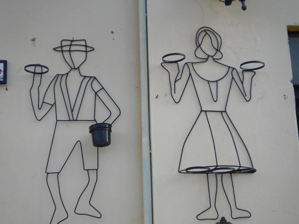 Pin muro feito com garrafas pet paranatinga mtbrasil on - Pedestal para plantas ...