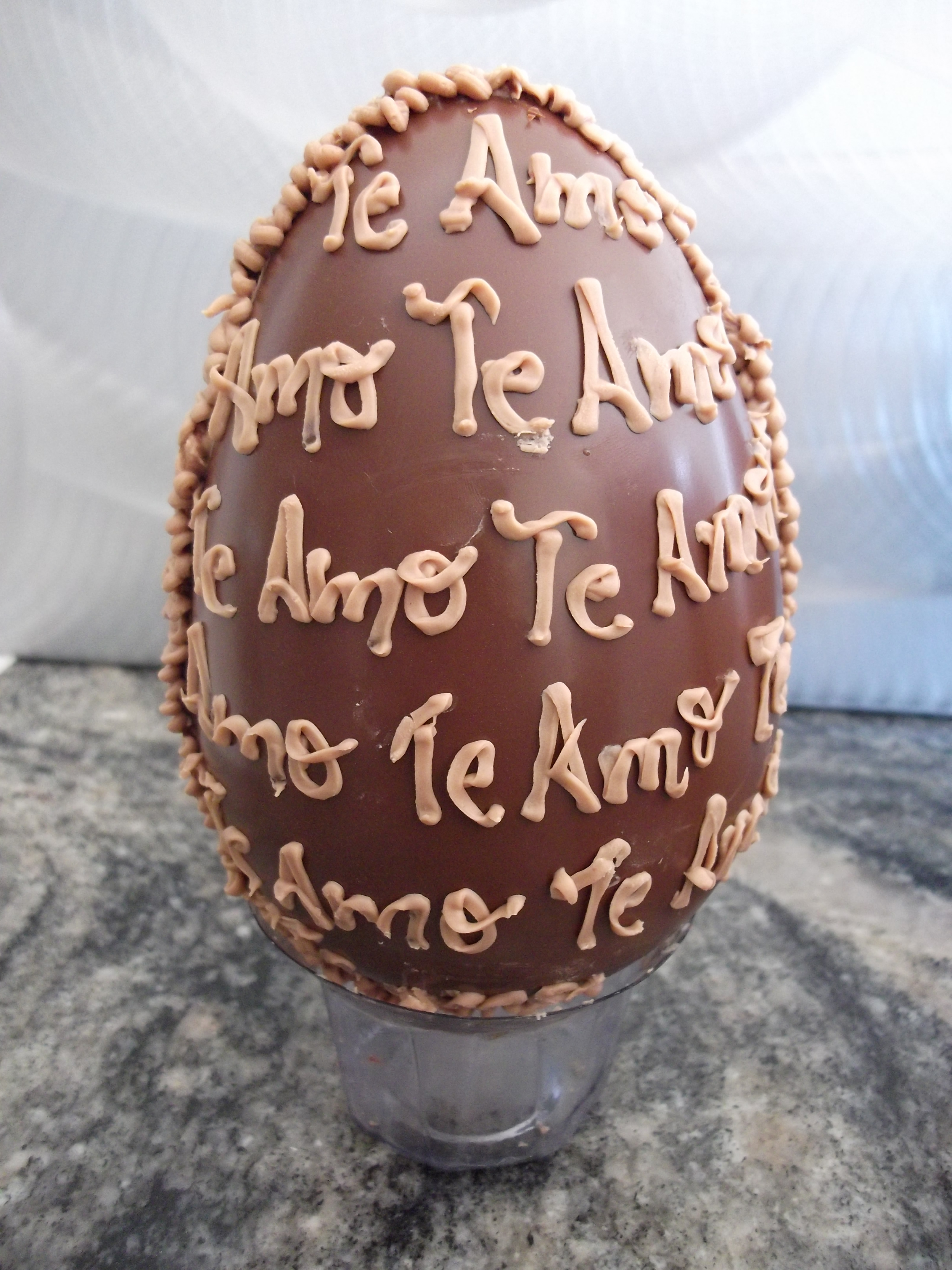 Ovo de páscoa decorado 750 grs AnnaClara Artesanato Culinário Elo7 -> Como Decorar Ovo De Pascoa De Chocolate