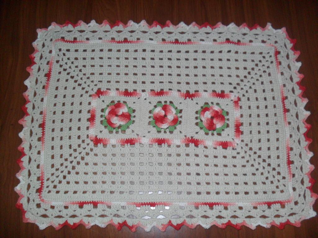 tapete retangular flores vermelhas croch fasc nio loja. Black Bedroom Furniture Sets. Home Design Ideas