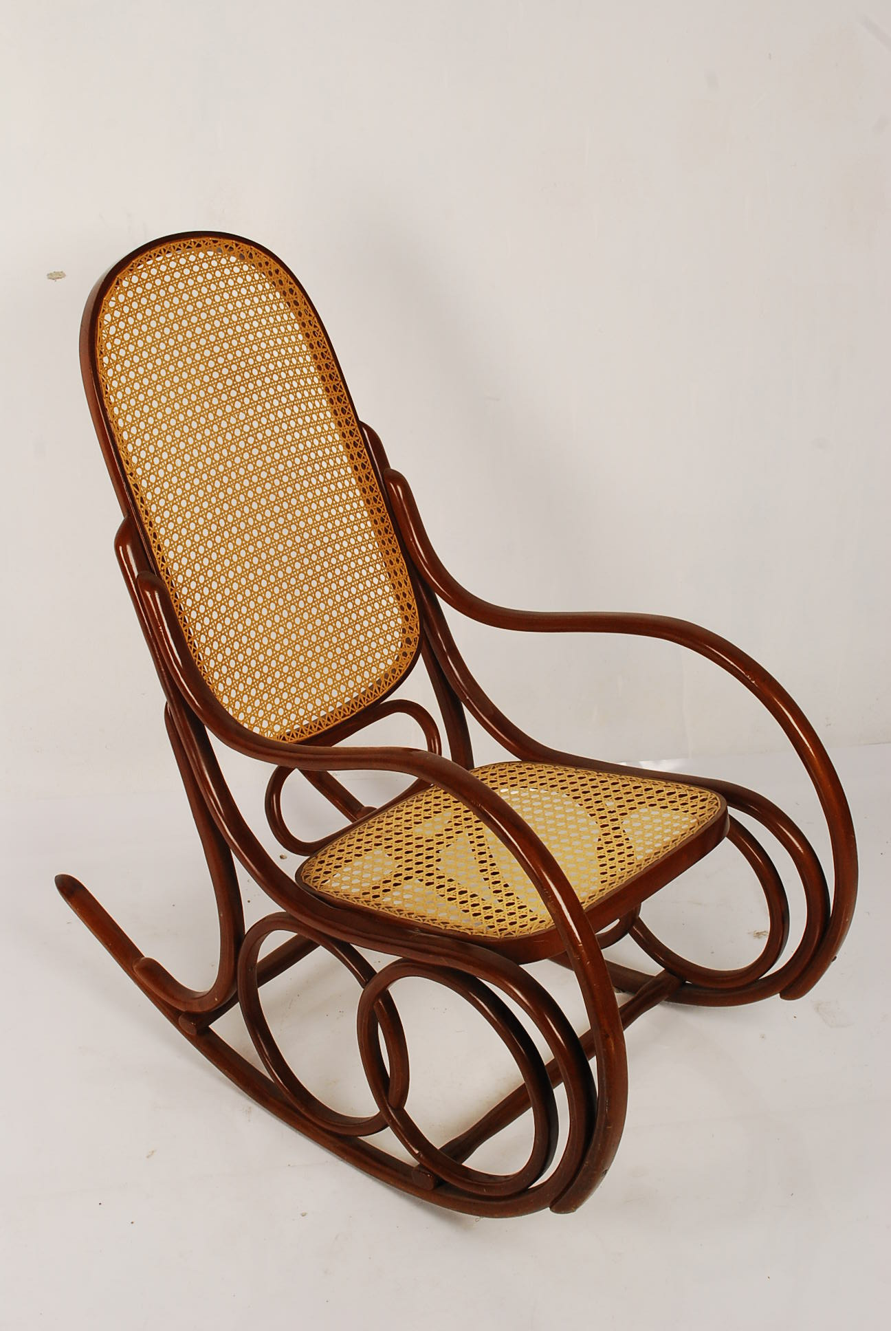 Cadeira de balanço Thonet Miniatura Miniaturizarte Elo7 #3B180C 1296x1936