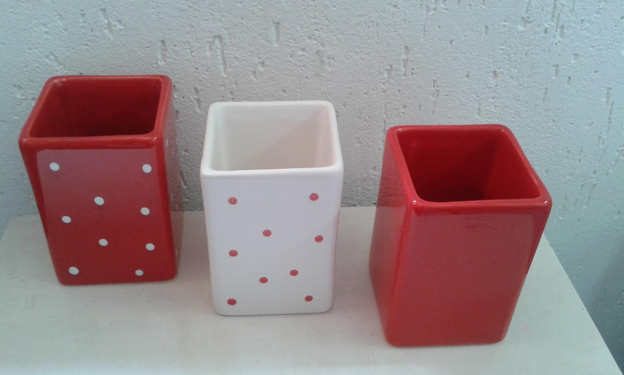 Pin Kit Banheiro M Vermelho E Branco Kit Banheiro M Vermelho E Branco  #4C0A0C 2048x1232 Banheiro Branco Com Detalhe Vermelho