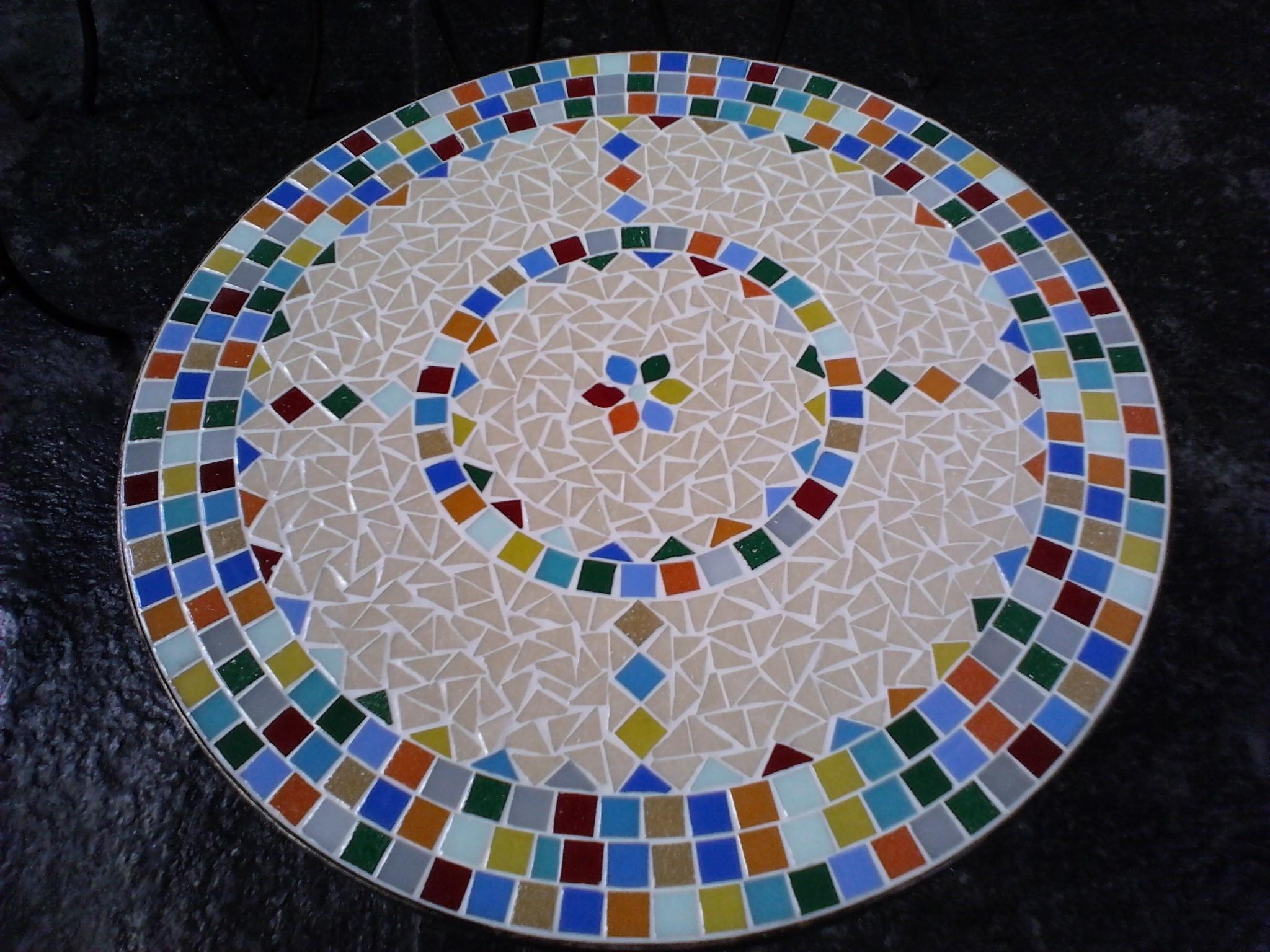 Mesa mosaico color em tri ngulo leiarts mosaico elo7 - Mosaico de madera ...