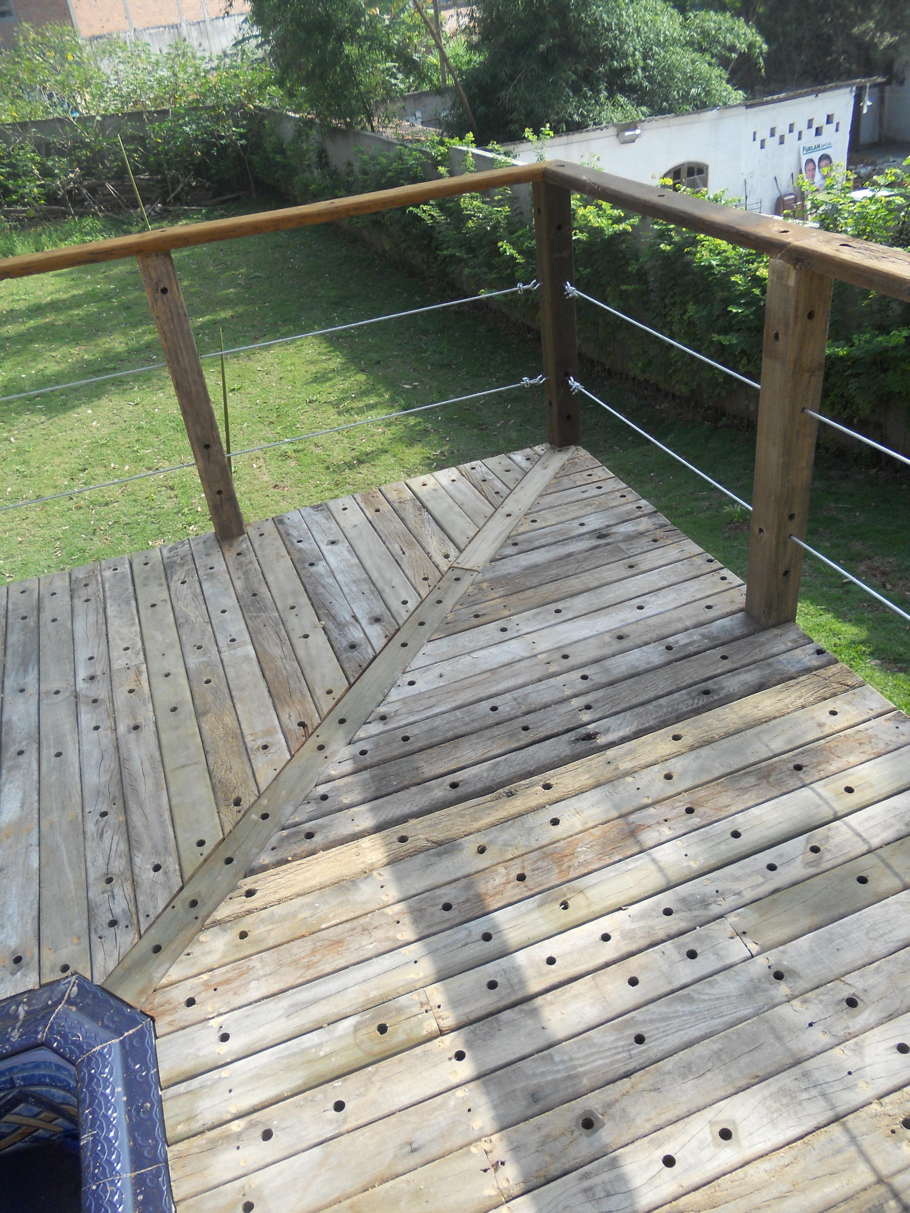aplicacao deck jardim:deck-de-madeira-para-piscina-jardim-deck-de-ipe