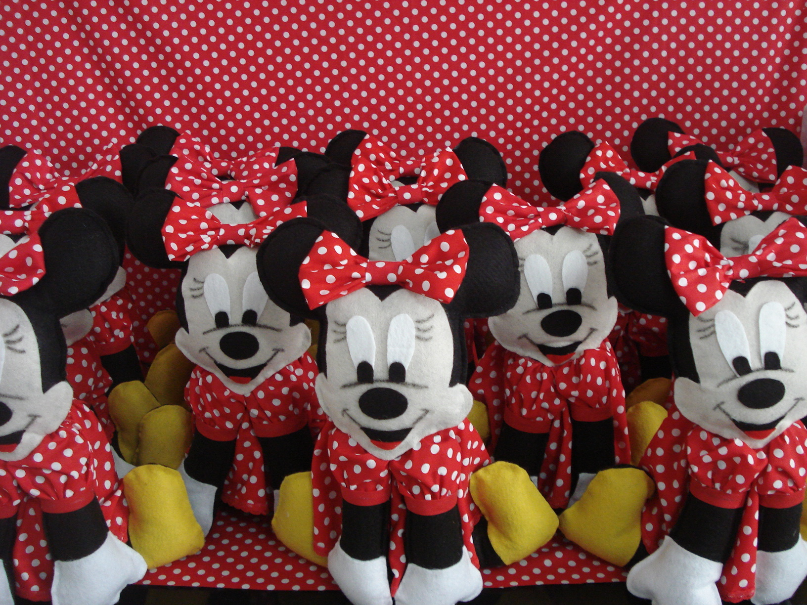 Minnie Vermelha 28 Cm Em Feltro Minnie Vermelha 28 Cm Em Feltro Minnie
