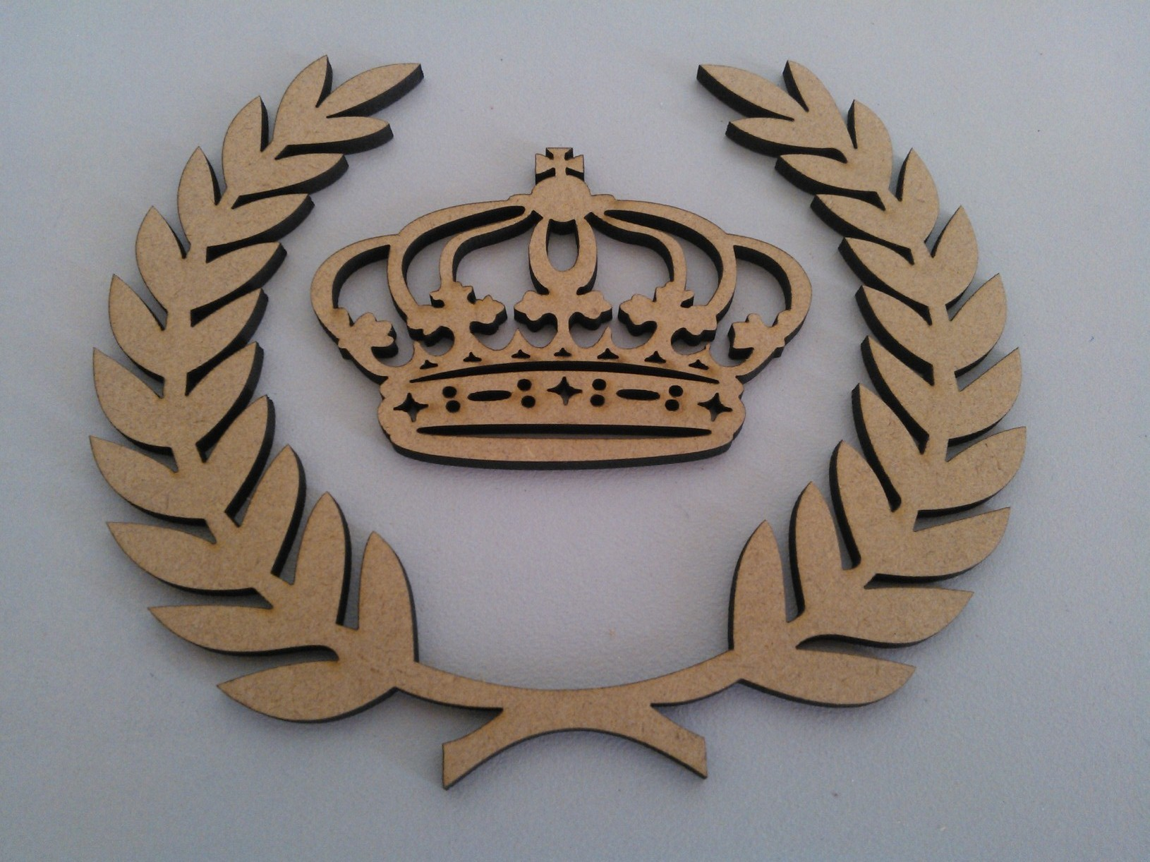 decoração com mdf: coroa