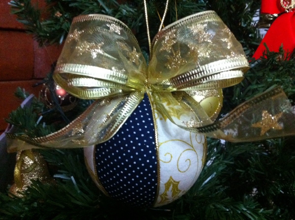 decoracao de arvore de natal azul e dourado : decoracao de arvore de natal azul e dourado:Bola de Natal Patchwork – Azul e Dourada