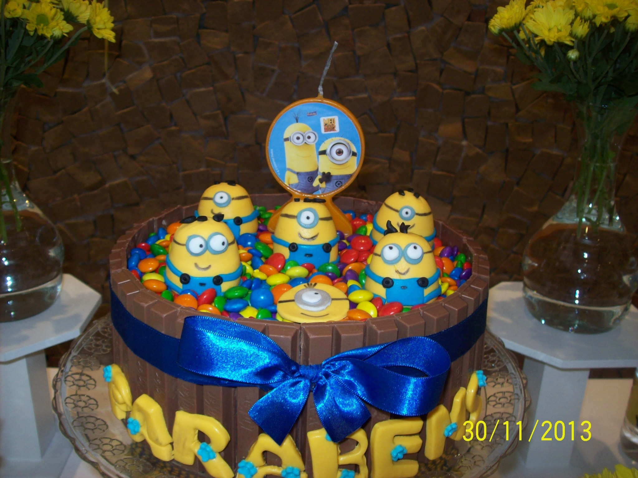 decoracao festa minions:Minion Cake Kit Kat