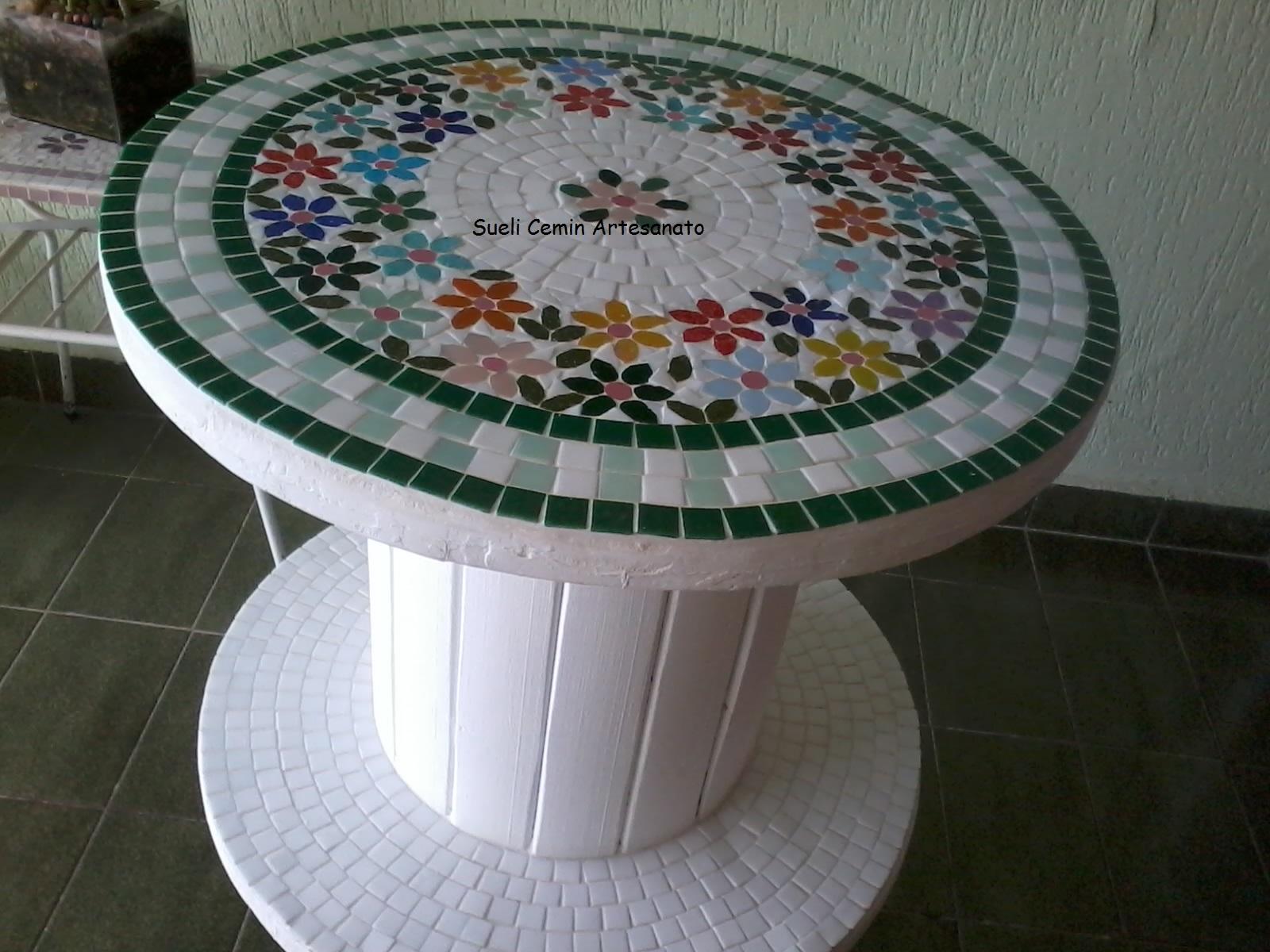 Mesa de madeira em mosaico Mesa de madeira em mosaico Mesa de madeira  #374B5F 1600x1200