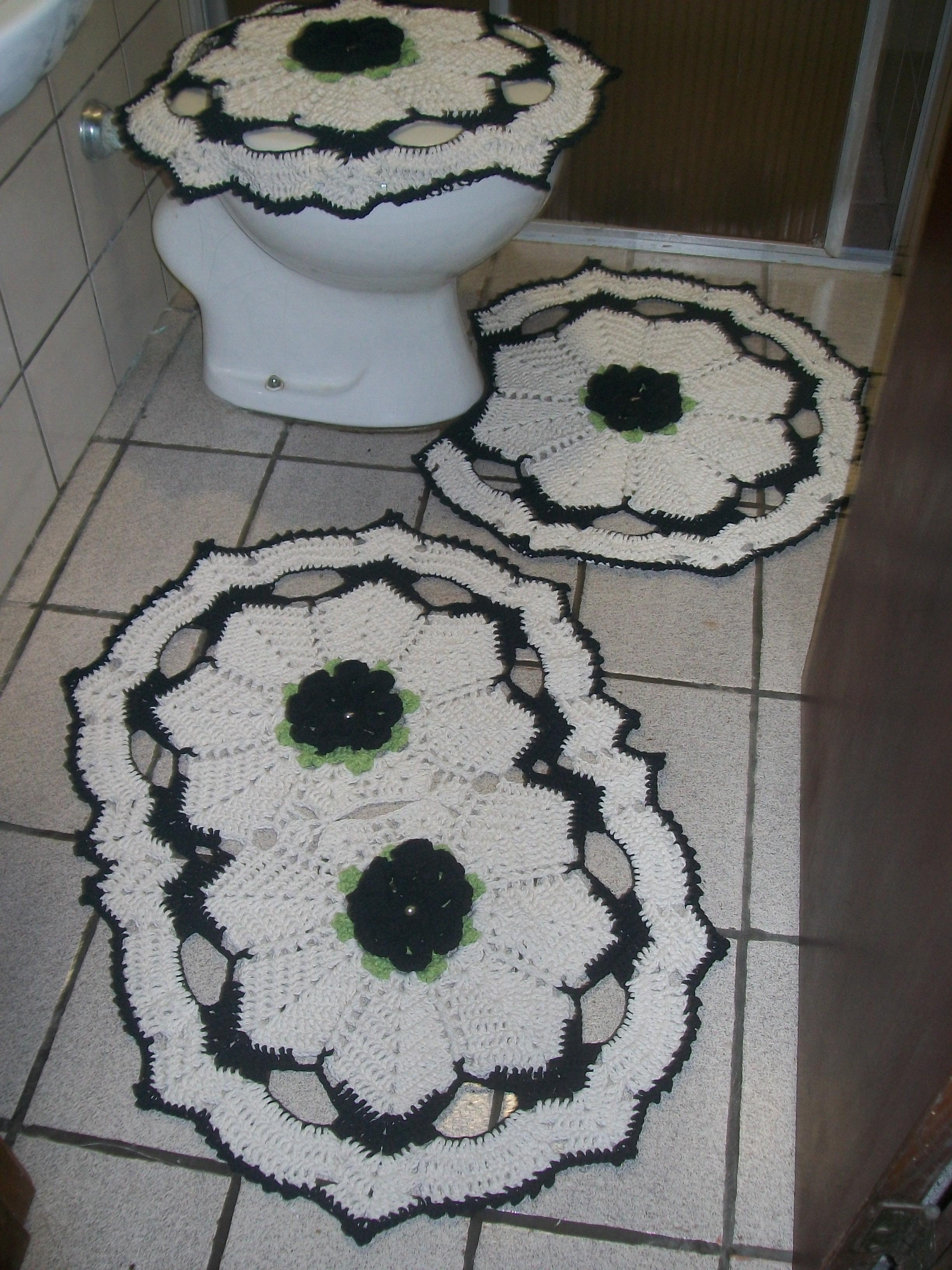 jogo de banheiro em barbante tapetes para banheiro jogo de banheiro em #595147 2448x3264 Banheiro Branco E Rosa