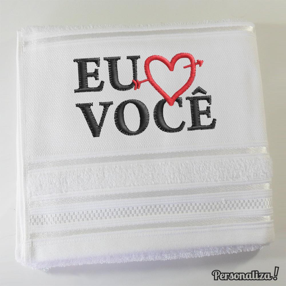 - toalha-bordada-eu-amo-voce-coracao-namorados
