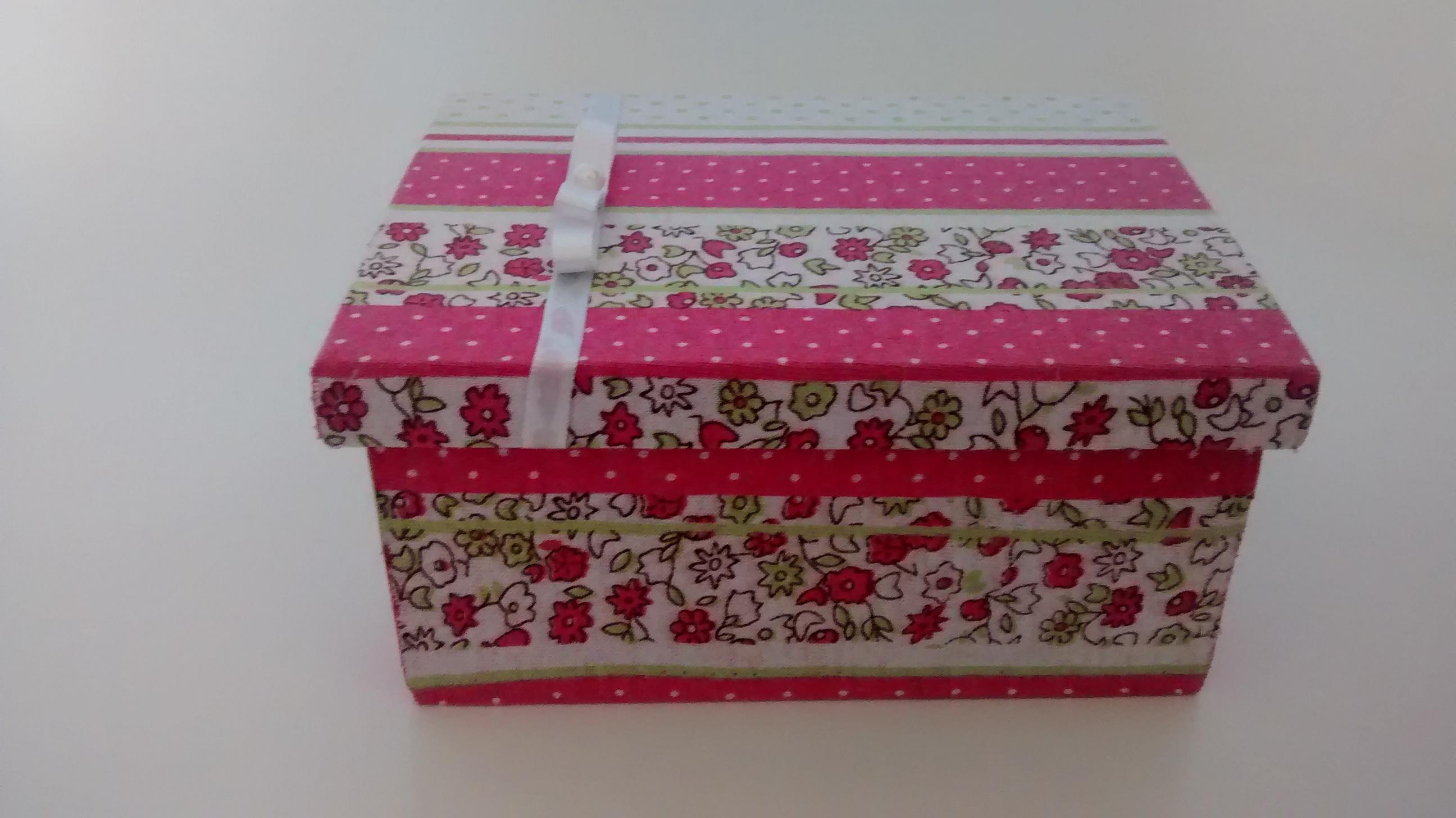 com tecido caixa de madeira decorada com tecido caixa de madeira  #6D232F 2592x1456