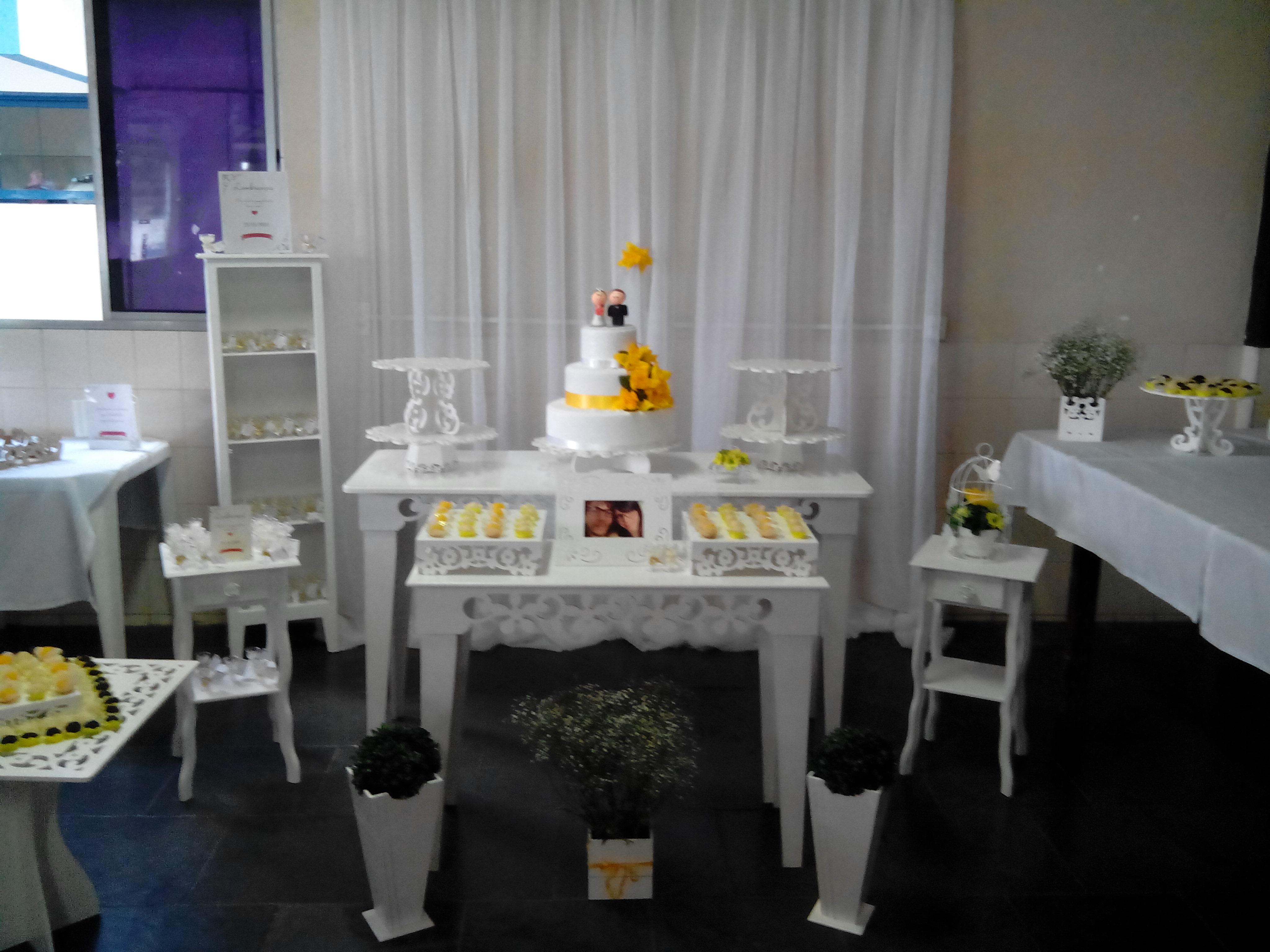 Casamento Amarelo E Branco Car Interior Design #B48617 4096x3072 Banheiro Amarelo E Branco