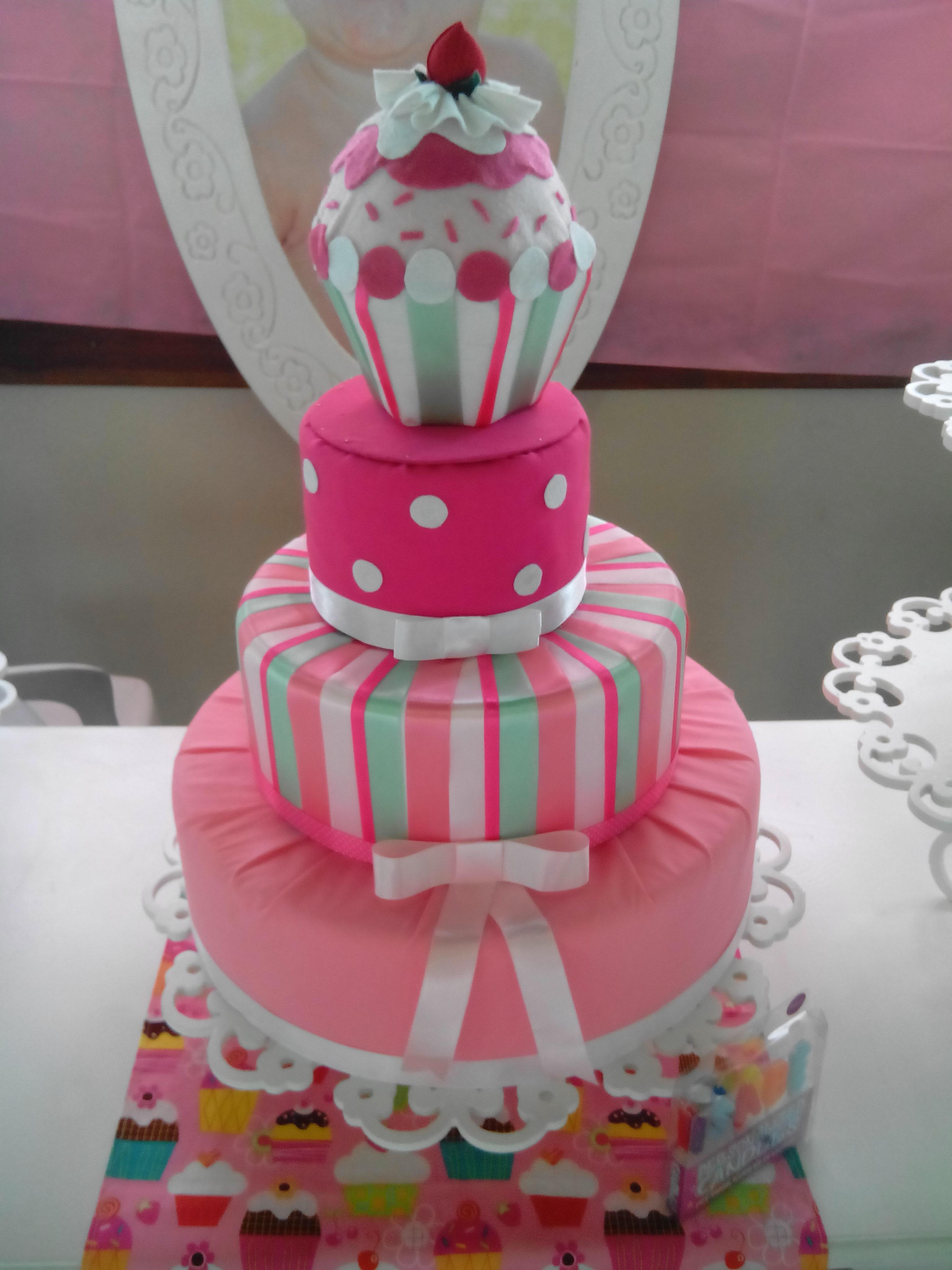 ... Aniversário e Festas > Bolo Cenográfico > BOLO CENOGRÁFICO CUP CAKE