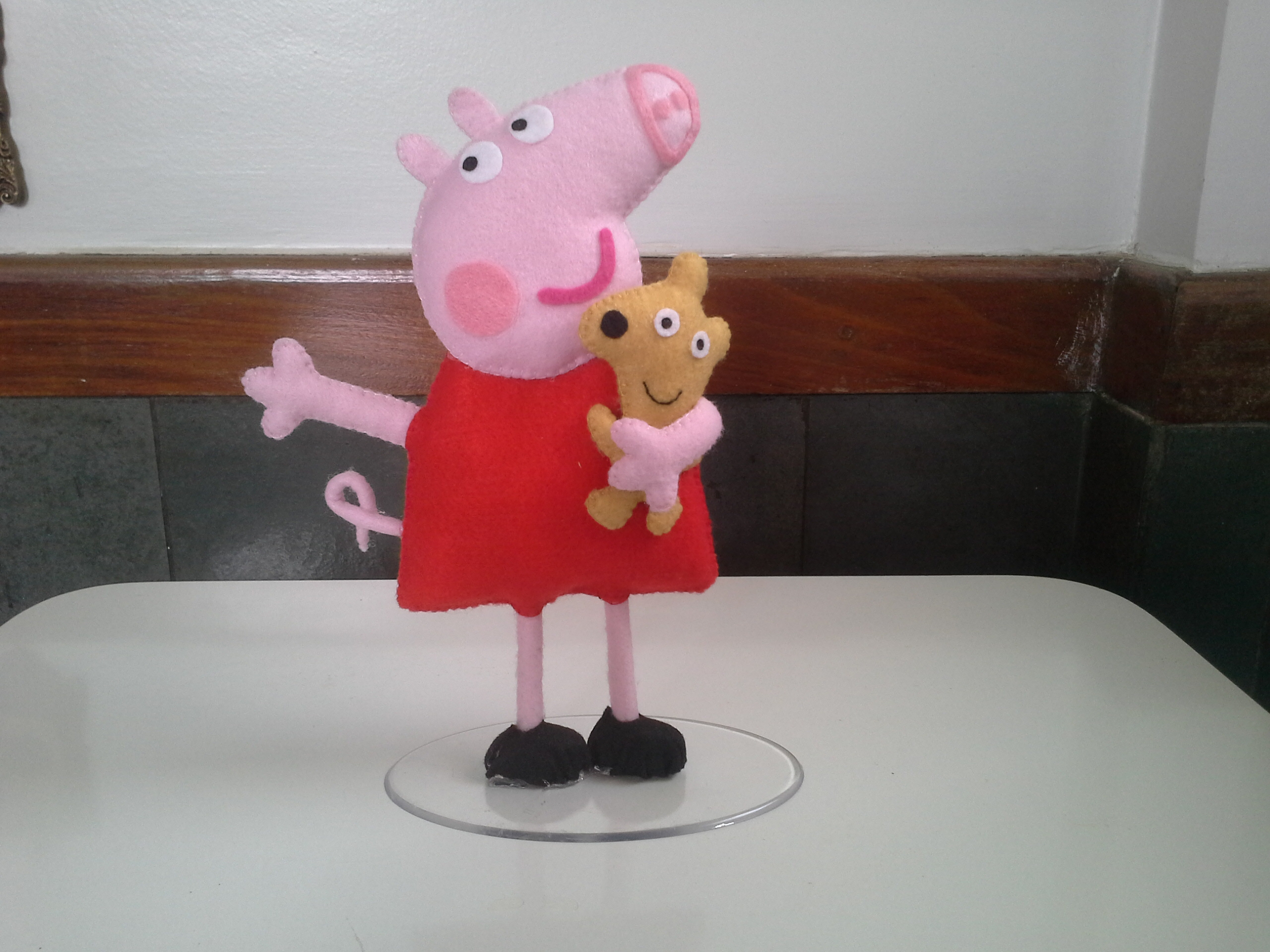 Centro de mesa peppa pig evaleria artesanato em e v a for Mesa de peppa pig