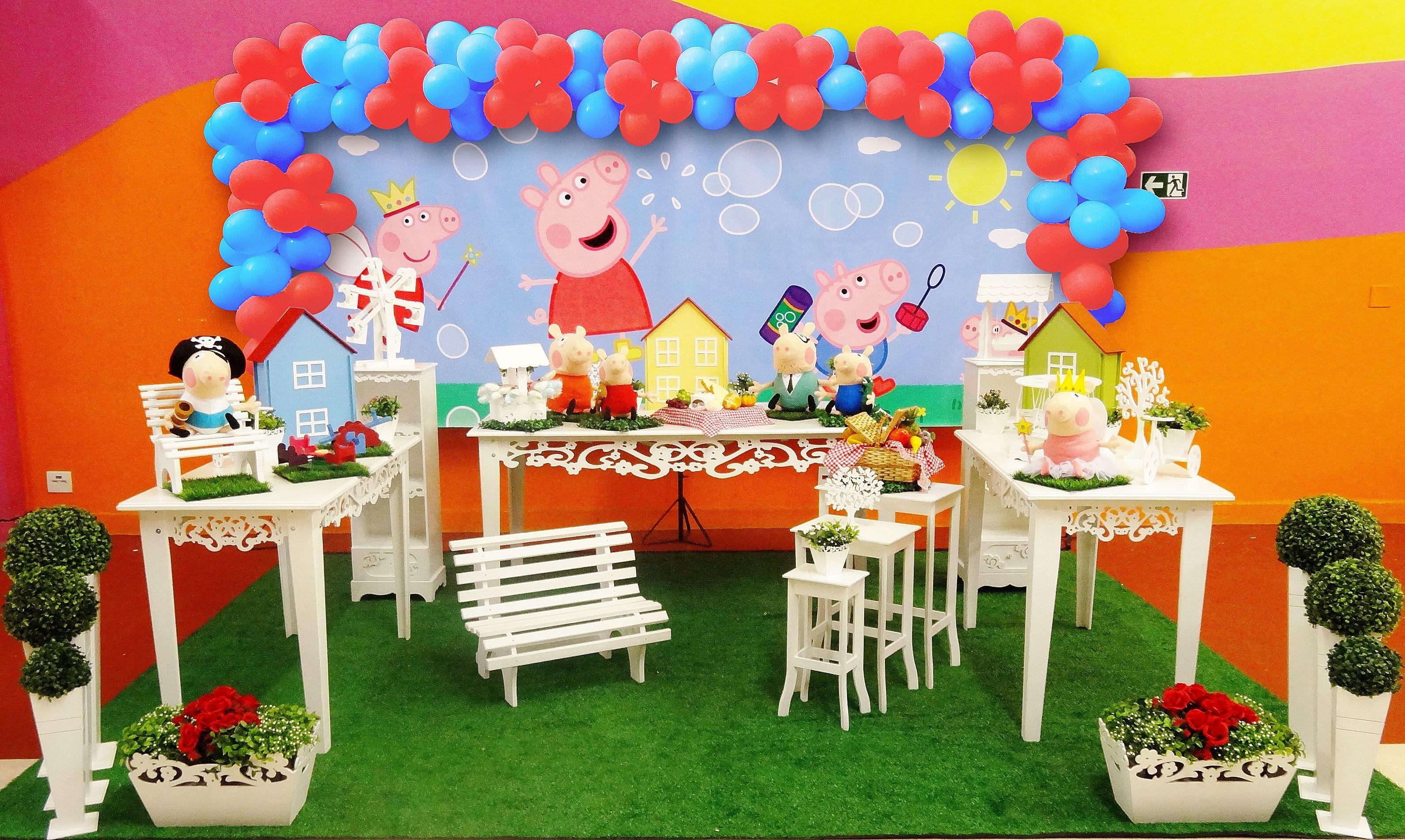 Ideia festa infantil peppa pig car interior design for Mesa de peppa pig