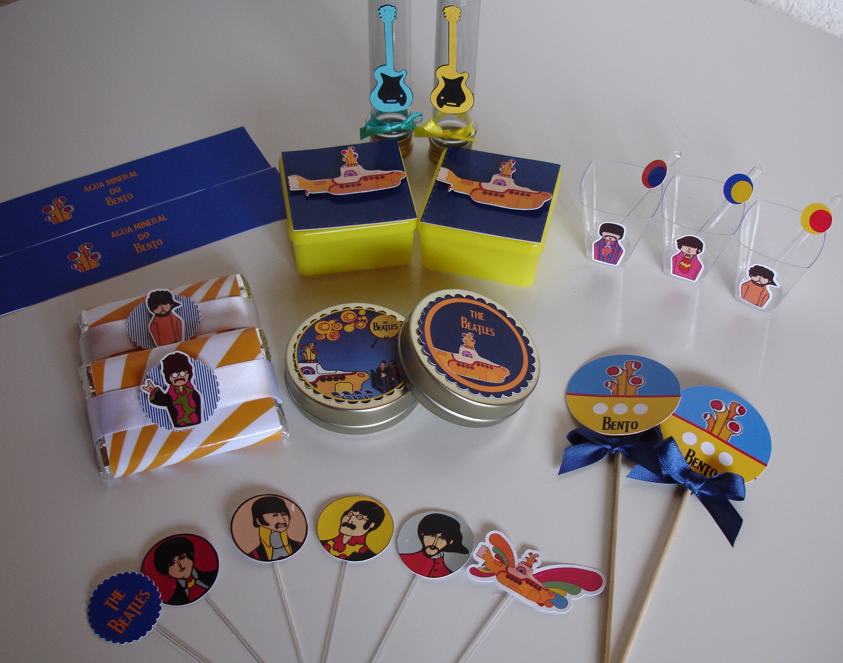 decoracao festa infantil yellow submarine:yellow submarine scrap festa yellow submarine tag para docinhos yellow