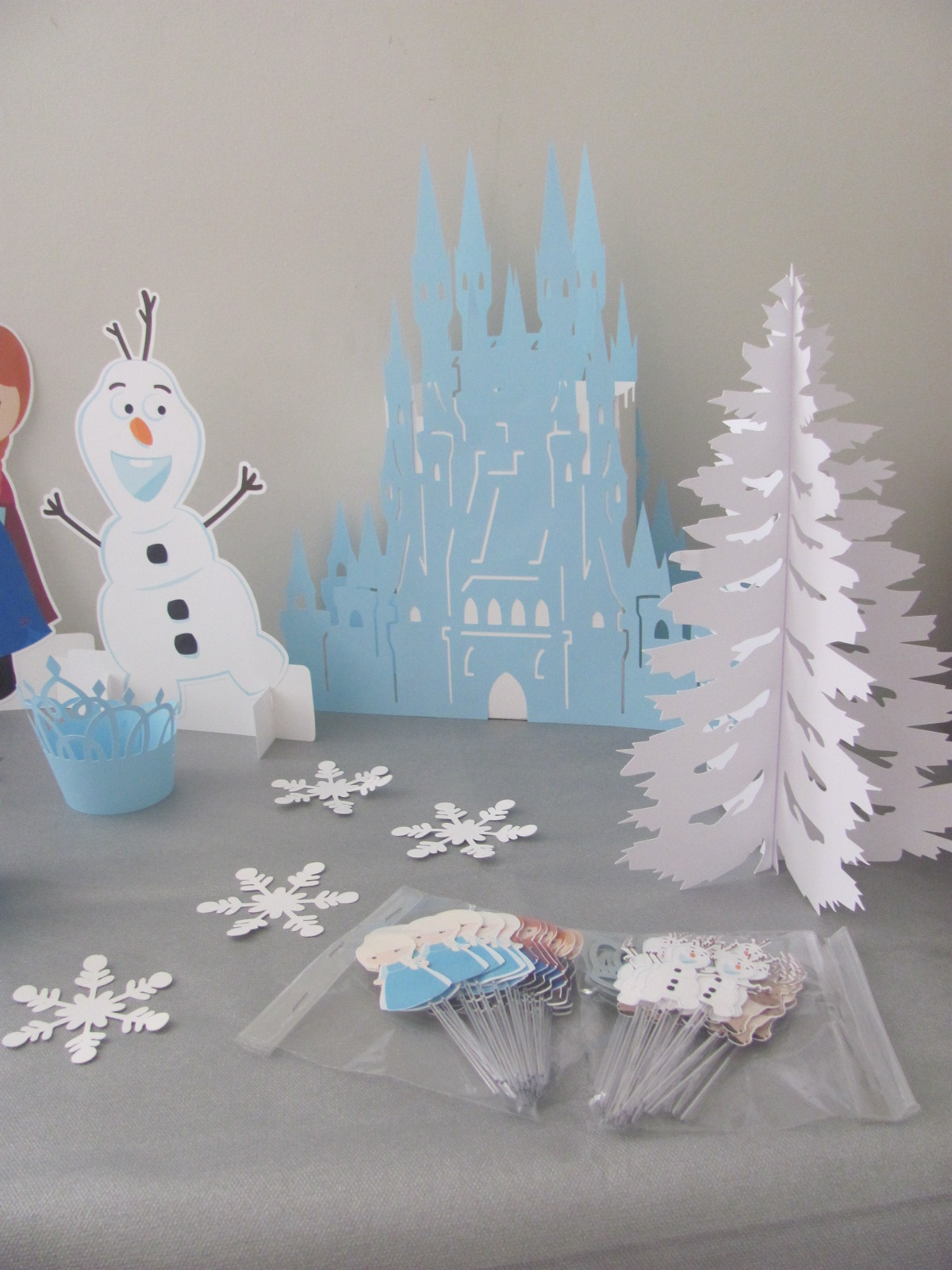 Disney FROZEN Party Ideas - My Sister's Suitcase - Packed