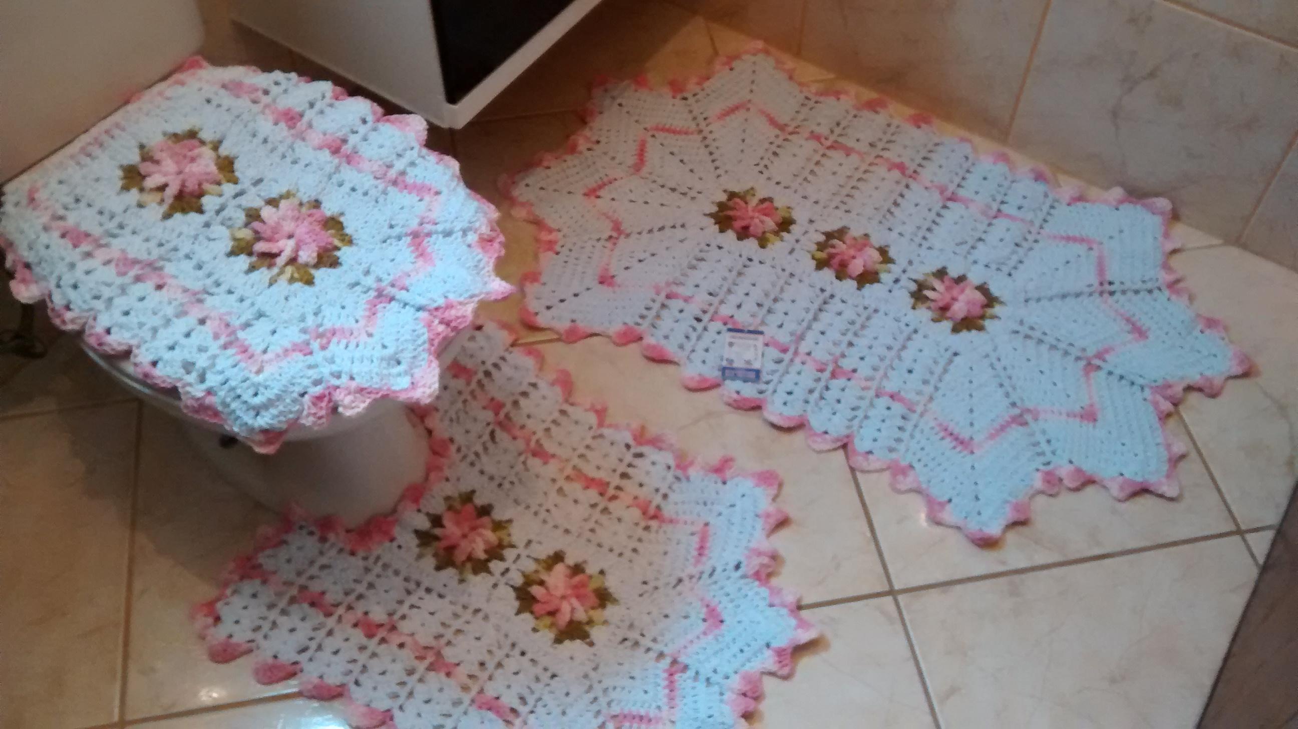 banheiro branco e rosa bebe tapete de barbante jg de banheiro branco e  #3C6D8F 2592x1456 Banheiro Branco E Rosa
